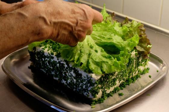 Lettuce dressing on Smörgåstårta